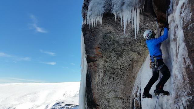 EScalando en hielo en Valdecebollas