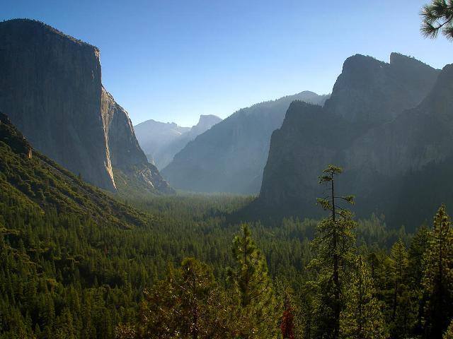 Valle de Yosemite, la vía the Nose es el espolón de la izquierda